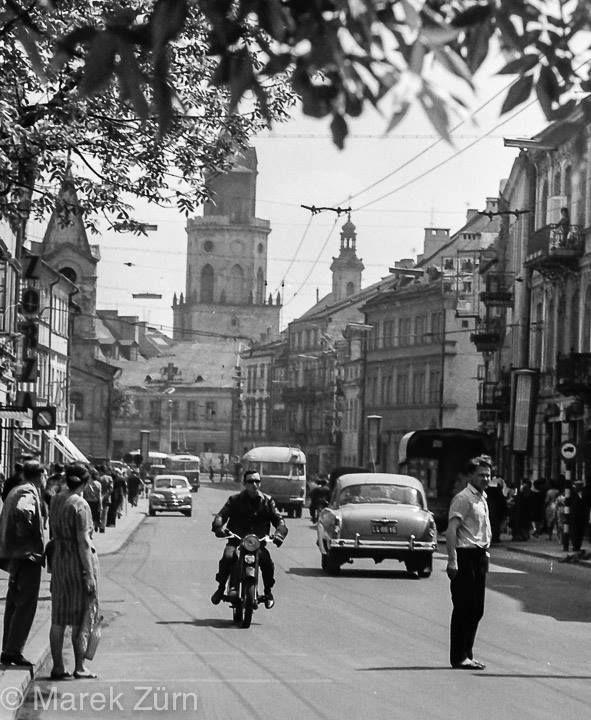 Lublin w latach 60. Krak Przedmieście, widok na Wieżę Trynitarską. Fot @ Marek Zürn