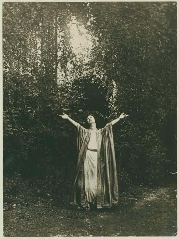 Duncan, Isadora 124 / photograph, no credit given.  [Irma Duncan Collection.] (1919)