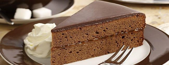 sacher torte.... compatta e delicata!
