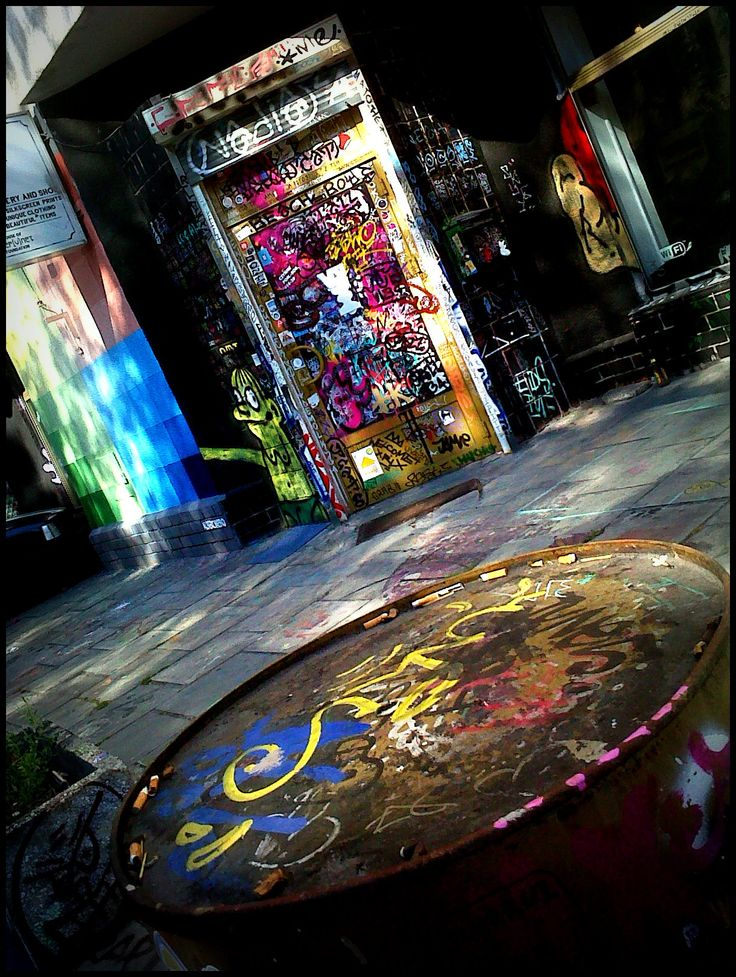 Warsaw, StreetArtGallery  (not-very-good-quality-mobile-phone photo ;) )