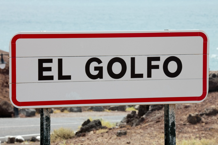 Google Image Result for http://upload.wikimedia.org/wikipedia/commons/d/d9/El_Golfo_-_Lanzarote_-_G01_.jpg