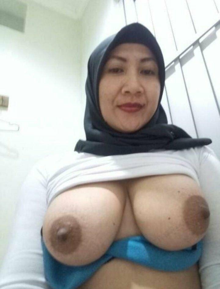 Sexy hijab girls boobs