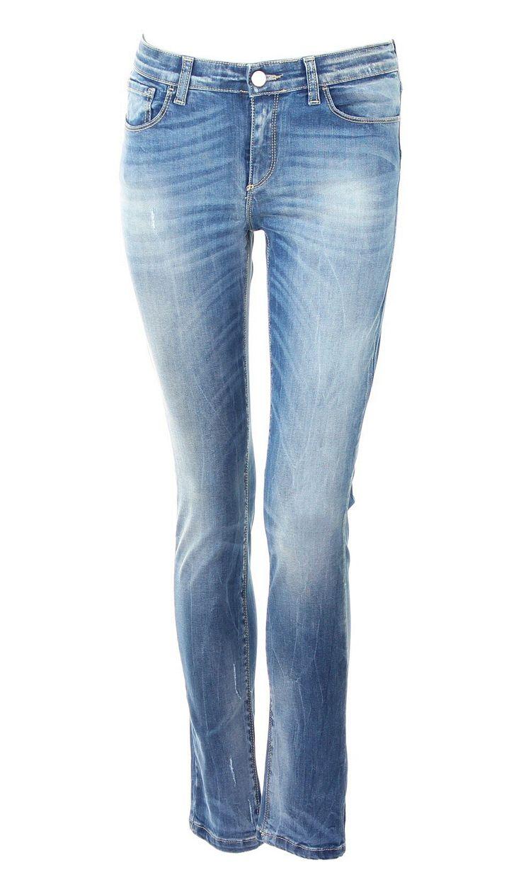 Five-Pocket-Jeans mit schmalem Bein    Kocca-Logo aus Strass und Gold auf der Rückseite  Spezielle Waschung: leichter Stone Wash, dezente Abriebstelen und Flecken, leicht Chemisch behandelt   Zusammen mit einem eingesteckte