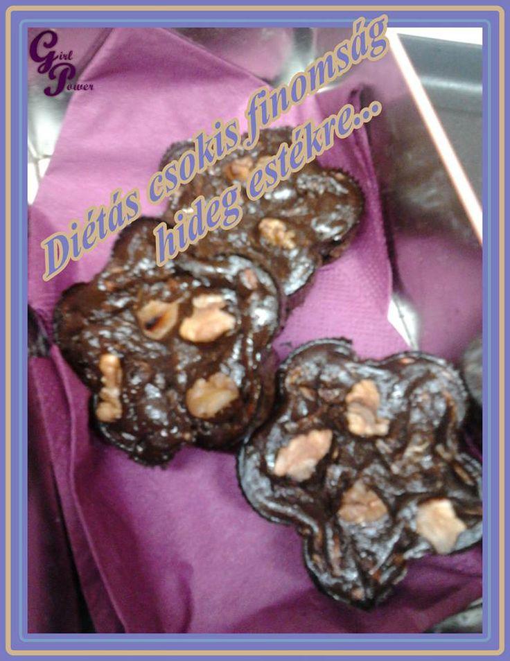 Nagyon csokis, cseles fitt süti  Hozzávalók  200 g cukkini 30 g zabliszt 30 g csokis protein  1 ek natúr kakaó 2 tojásfehérje (vagy egy nagy tojás) 2 ek joghurt Kb 0.5 dl víz édesítő A tetejére: dió (vagy más olajos mag)  https://www.facebook.com/photo.php?fbid=554281374656703&set=pb.470851386333036.-2207520000.1386272423.&type=3&theater