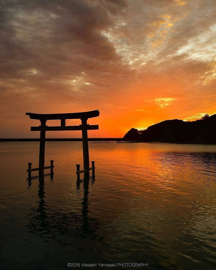 Lokasi: Prefektur Wakayama . Prefektur Wakayama adalah sebuah prefektur di Jepang yang berada di sebelah barat Semenanjung Kii. Ibu kota di Wakayama. . Dalam pembagian provinsi zaman dulu di Jepang, prefektur ini disebut Provinsi Kii, dan sebagian besar wilayah Prefektur Wakayama adalah wilayah Provinsi Kii. Pada zaman Edo, wilayah ini disebut Domain Kishū yang dikuasai oleh salah satu dari tiga keluarga Tokugawa yang disebut keluarga Tokugawa Kishū. . Tujuan wisata utama di Wakayama adalah…