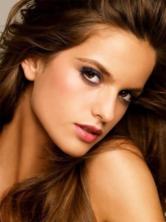 Head shot hot brunette head shoulder pink lips brown eyes #pinklipsbrunette