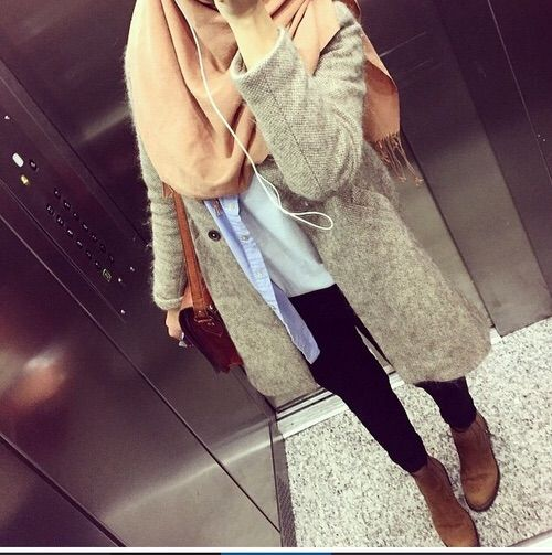 Image via We Heart It #bag #casual #coat #fashion #girl #hijab #jeans #outfit #capas