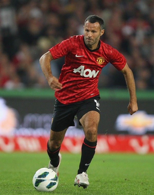 Manchester United veteran Ryan Giggs says the players can't wait to get the season off and running against Everton at Goodison Park.