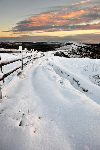 Wistfully Country, Mam Tor In The Snowbymatrobinsonphotoon Flickr. My hands freeze by just looking at this picture...