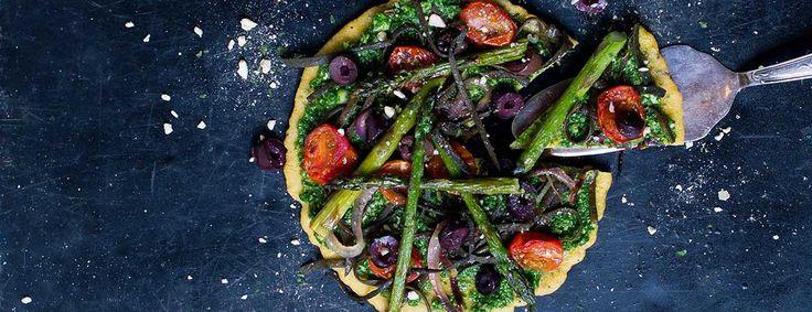 Het recept voor deze zeewier socca pizza komt uit het boek Groente uit zee van o.a. Lisette Kreischer. Lekker met een frisse groene salade!