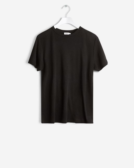 Merino wool tee with a high classic crew neck. Slightly looser straight fit body and sleeve.  <br> <br> - Crew neck <br> - Straight fit <br> - Merino wool  <br> <br> The model is 181cm and wears size S.