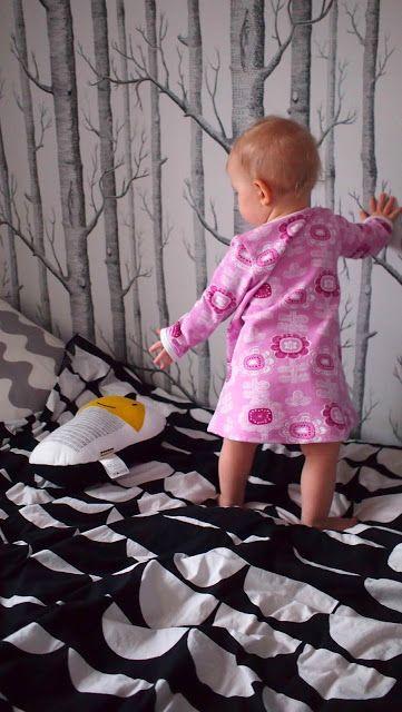 "Liljan Lumo: ""Paratiisi kukka"" -mekko Liljalle A dress fro the baby girl made by Liljan Lumo/ Tiina Lilja. Fabric from Verson Puoti."