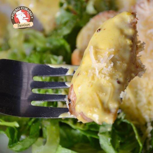 ¿Un pedazo de este #PolloSantiagueño? Si te antojaste, te invitamos a #FuegoCubano para que pruebes este delicioso filete de pollo en salsa de mostaza #Recomendado #NuestraCarta