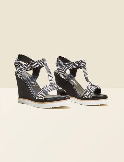 sandales compensées imprimé graphique noire et blanche
