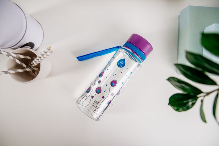 Flowers and plants play a major part in creating the right atmosphere. Take your Purple Leaves EQUA bottle with you wherever you go and carry a piece of lovely atmosphere with you at all times.