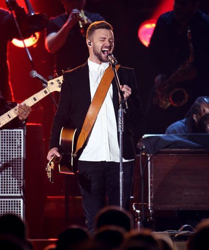 Everyone lost their minds about Justin Timberlake's CMAs performance.
