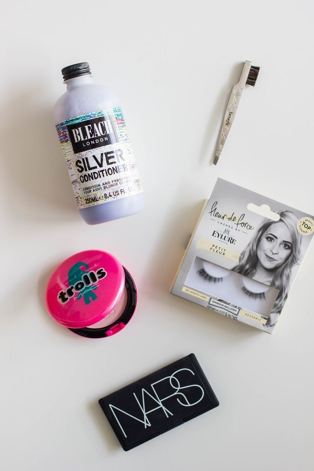 It's been a while since we've had a good old fashioned 5 to try around these parts, so I figured it was about time we bought it back. Bleach London Silver Conditioner:I did a little at home balayage