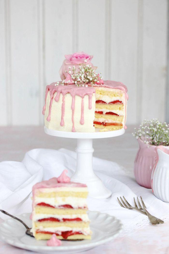 Das Rezept des leckeren Erdbeerkuchens finden Sie in unserem Blog. Perfekt als Geschenk   – Kuchen und Tortenideen