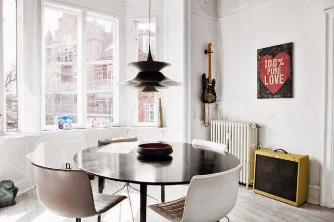 adoro las mesas redondas, de cualquier tipo y color.