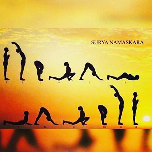 Essa sequência é o Surya Namaskara (saudação ao sol) uma das sequências encadeadas mais antigas!  Quem ai sabe fazer?   #Yoga #YogIN #yoginapp #suryanamaskara #saudaçãoaosol