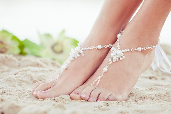 Bridal barefoot sandles beach wedding por PassionflowerJewelry