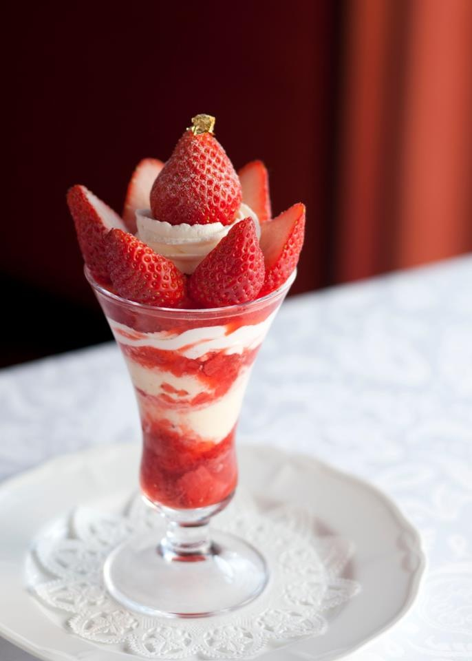 Strawberry Parfait at the Shiseido Parlor, Tokyo 資生堂パーラー・ストロベリーパフェ