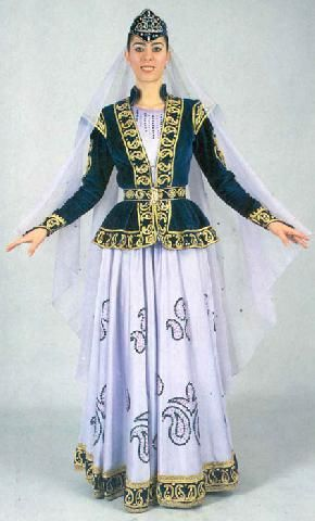 Traditional festive costume, from Kars and Iğdır.   Ethnic group: Azeri.  Mid-20th century. This is a recent atelier-made copy, as worn by folk dance groups.