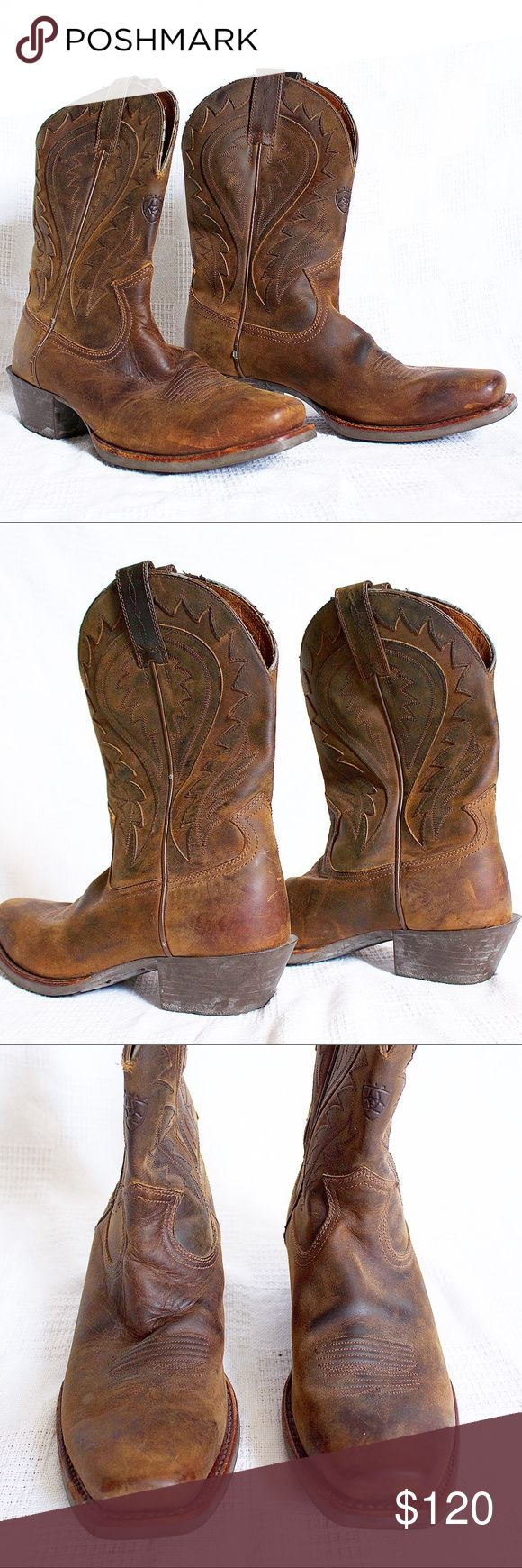 ❌SOLD❌ Ariat Men's Western Boots 9.5 ❌SOLD❌ Ariat Men's Western Boots Condition: 7/10 (some scratches throughout and on lining) Sold as shown in picture Dm for ?'s and purchasing Ariat Shoes Boots