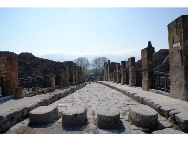 Pompeii Travel Guide - VirtualTourist