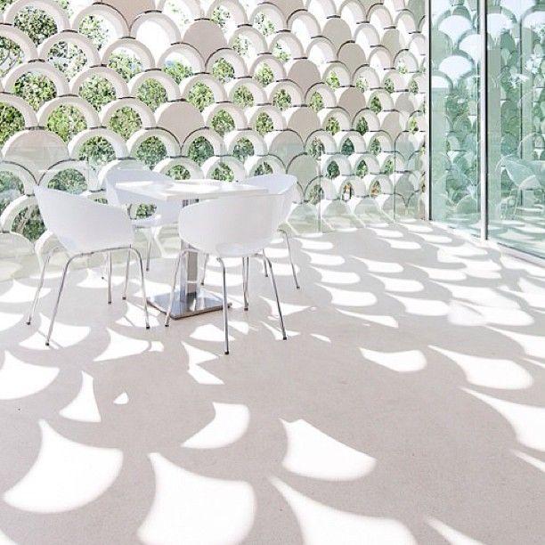 #солнце #яркий #белый #цвет #столоваягруппа #стол #стулья #интерьер #стиль #декор #дизайн #interior #idea #decor #design #style #white #table #chairs #color