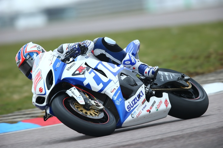 Josh Brookes in action at Thruxton on his Tyco Suzuki GSX-R1000 Superbike in the 2013 British Superbike Championship