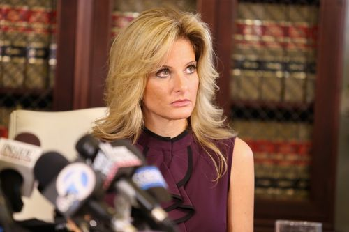 "Summer Zervos, a former candidate on ""The Apprentice,"" speaks to the press with her attorney Gloria Allred Oct. 14, 2016 in Los Angeles.(Photo: Frederick M. Brown, Getty Images)      President Trump's private attorneys asserted in court this week that he should be immune from... http://usa.swengen.com/trump-claims-immunity-from-apprentice-contestants-lawsuit-2/"