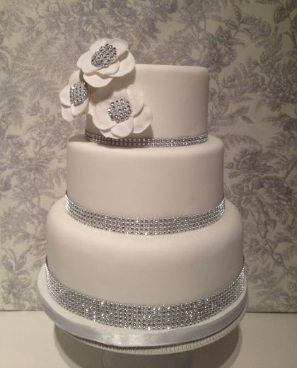 Cake Designs For Diamond Wedding : 45 best images about Diamond Themed Wedding on Pinterest ...