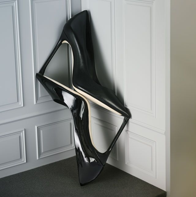 En ce début d'année, Dior dévoile un nouveau soulier : le Dioressence. Décliné en différentes matières et coloris, ce nouvel escarpin élance la silhouette et affine la jambe.