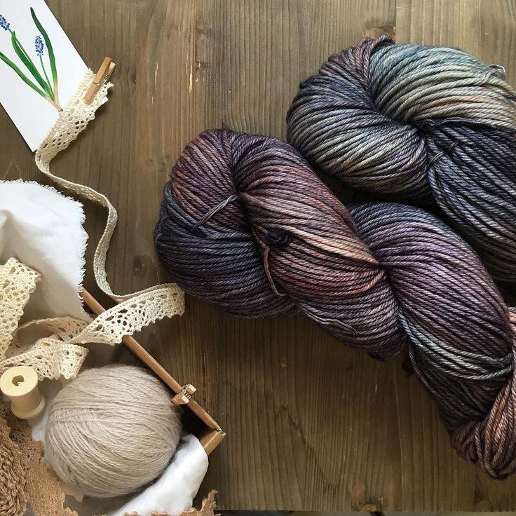 Al abrir una caja de #Malabrigo siempre hay algún color que me roba el corazón. Estas madejas de Tranquilo con sus colores apagados apetece guardarlas directamente en la caja de cosas bonitas  . #lana #lanas #yarn #wool #malabrigoyarn #malabrigorios #knitlife #tejer #punto #tricot #ganchillo #crochet #knit #knitting #lanasconhistoria #tiendadelanas #yarnshop #ohlanas #handdyedyarn #cosasbonitas #tejedora