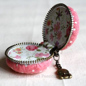 (How about a tooth fairly container!!!).  Coin purse designed to look like a pink macaroon - love this! Would make a great stocking stuffer or small gift this Xmas....
