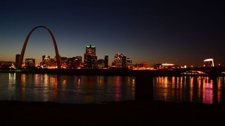 Things to do in St. Louis, Missouri - St Louis Arch at dusk