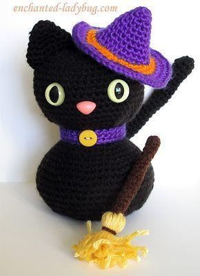 Вязаный черный кот Хэллоуин совсем не страшный, напротив, очень даже милый подарок-сувенир к празднику Хэллоуин. Автор - The Enchante...