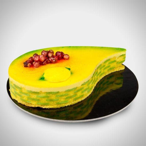 Goccia di limone - Una mousse al limone di Sorrento con fragoline di bosco intere e con una base di biscuit inzuppato con una centrifuga di lamponi, fragole e limone di Sorrento. Delicatissima!