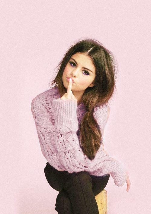18 Poses de Selena Gomez que a te harán ver como una diosa