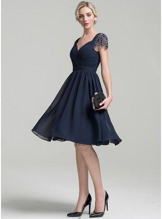 A-Line/Princess Sweetheart Knee-Length Chiffon Cocktail Dress With Ruffle Beading Sequins