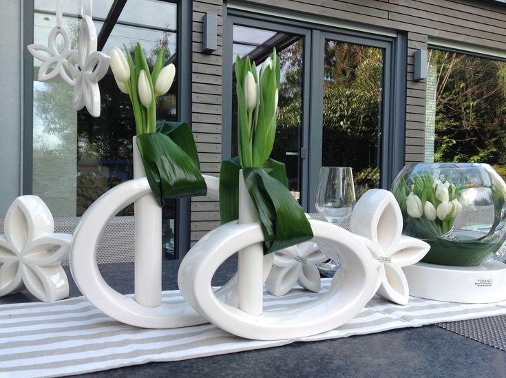 tiziano tischdekoration fr hling mit wei en tulpen. Black Bedroom Furniture Sets. Home Design Ideas