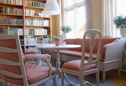 Från Sessionssalen kommer man till biblioteket. Foto: Pernilla Andersson