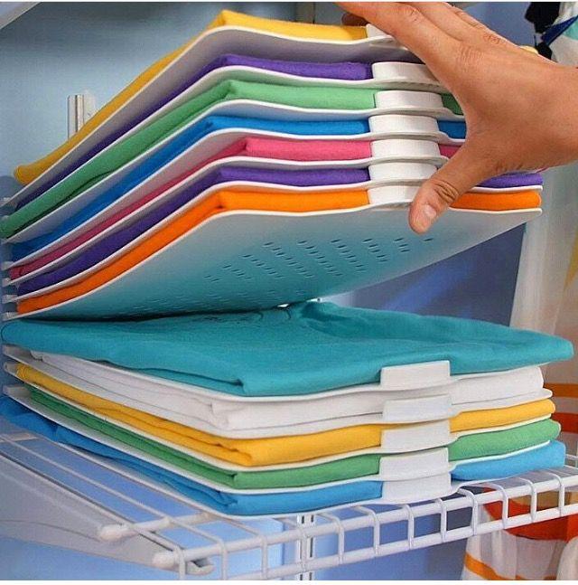 placas para organizar camisas: você tira a do meio e não desmancha a pilha toda.