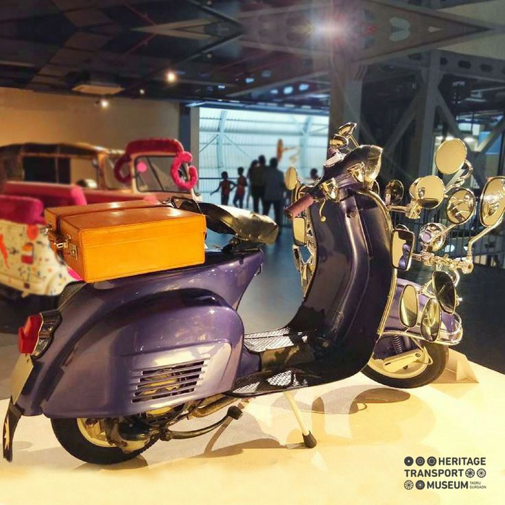 #BajajChetak has been the all-time favourite scooter amongst the people in India.  With the lots of mirrors in the front section, it is elevated to the status of a #PopCult!  #chetak #vintagecollection #vintagescooter #transportmuseum #vintagetransport #museum #incredibleindia