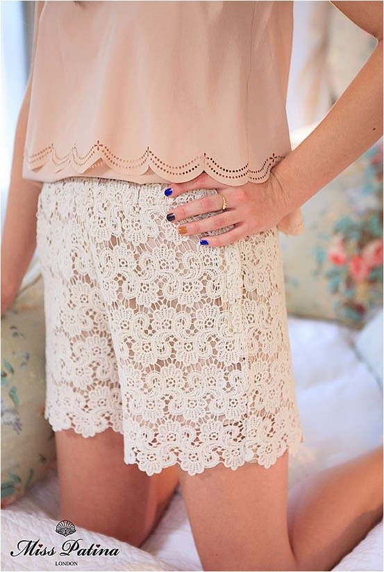 Lace shorts, one of the must-have piece this summer:)
