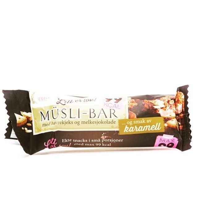Litt er lov Denne er perfekt å ha på lur i vesken/sekken/skapet når du er litt småsulten, eller har lyst på noe godt! #sunn #snacks #carepacks #litterlov #muslibar