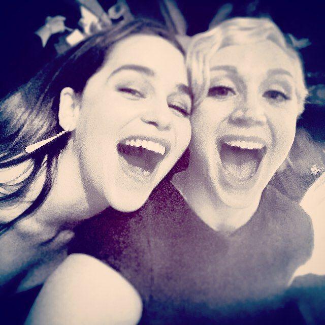 Pin for Later: Toutes les Fois Où Emilia Clarke N'était Pas Seulement la Mère des Dragons, Mais Aussi la Reine d'Instagram Quand Elle a Fait la Fête Avec Brienne