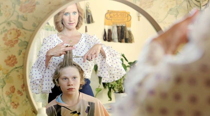 """Villads Bøye er fremragende som drengen Martin, der kastes lidt for hovedkulds ind i de voksnes rækker i Niels Arden Oplevs """"Kapgang"""". -"""