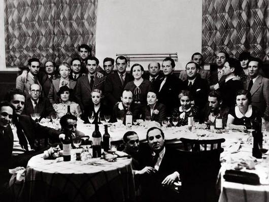 El nombre de Generación del27 designa a un grupo de escritores y escritoras nacidos en torno al 1900,que compartieron unaexperiencia social parecida ymantuvieron una relación personal y liter…